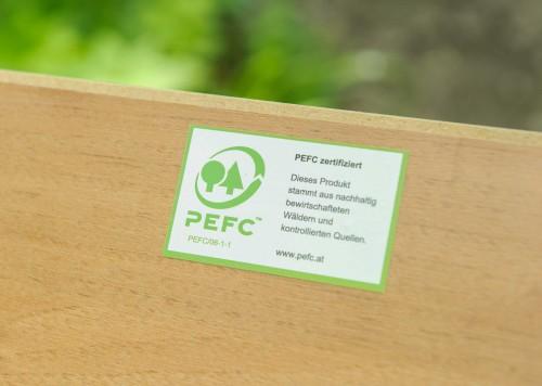 Holzbrett mit PEFC-Logo