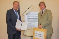 BM Mitterlehner empfängt die Unterstützungserklärungen zur  Holzbaucharta von FHP Vorsitzendem Starhemberg