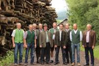 Alter und neuer Vorstand des Vereins um Obmann Fritz Winkler (Mitte)