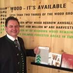 Vorsitzender Rosenstatter vor der Woodbox auf der Grünen Woche in Berlin